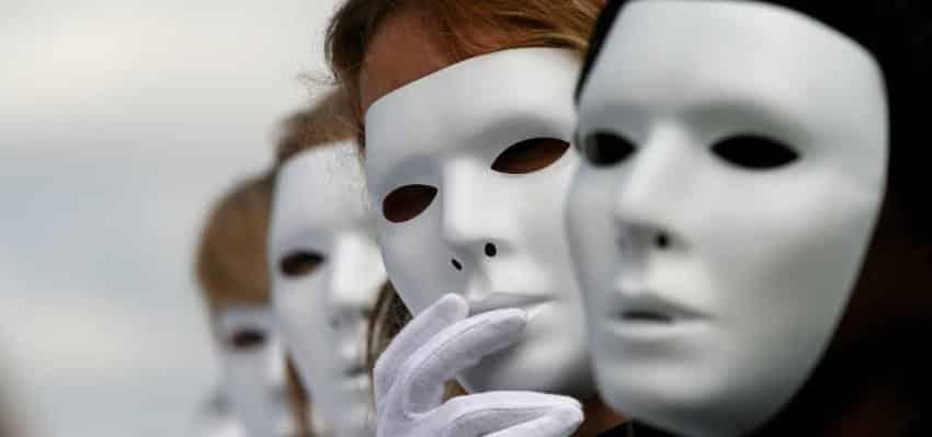 Identidad parcial supervisada como respuesta al abuso de anonimato