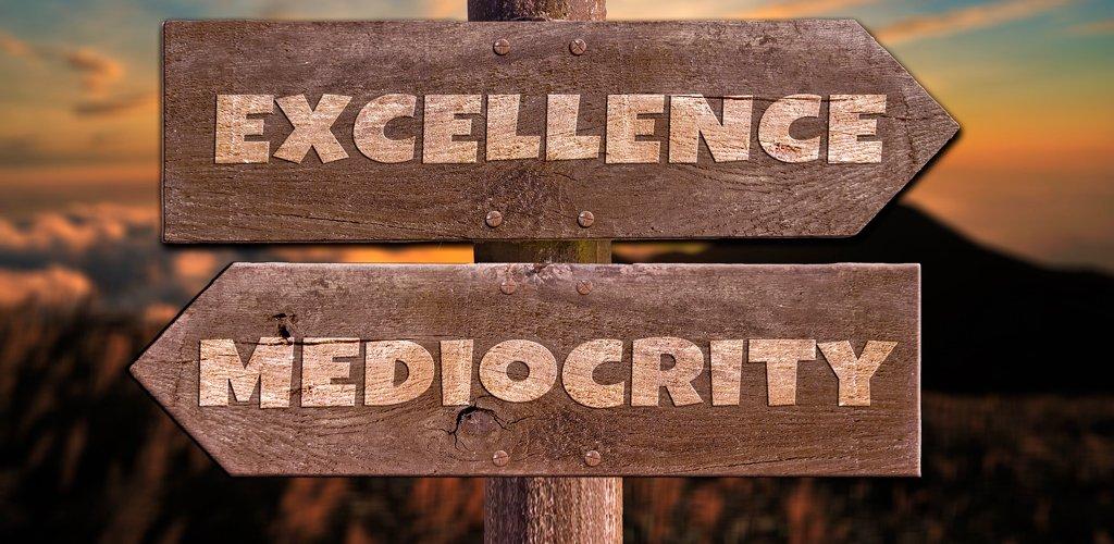 La hegemonía de la mediocridad y los retos sociales que conlleva