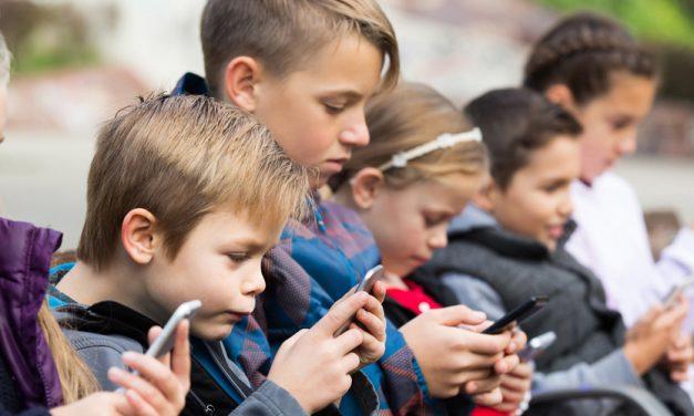 Cómo preparar un móvil para que lo usen los niños DE FORMA SEGURA
