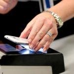 ¿Debería llevar la cartera física, o los documentos y el dinero en digital?